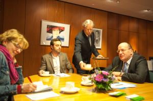Bij de staatssecretaris op de koffie. Foto Erik van Leeuwen